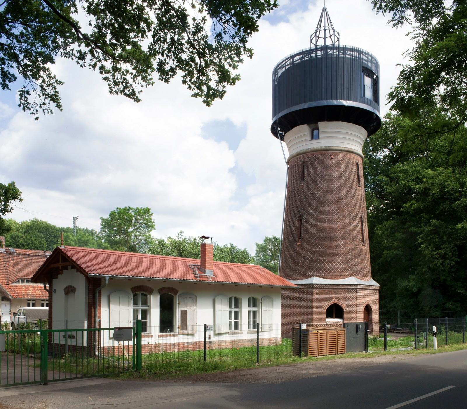 Дом в старой водонапорной башне...
