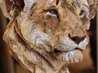 тигрица из дерева
