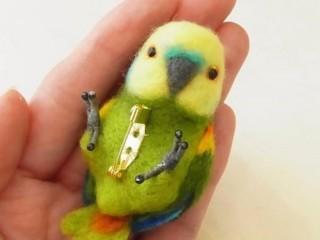 брошь попугай